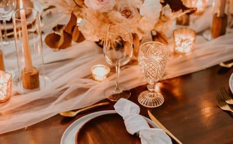 Une table de mariage décorée